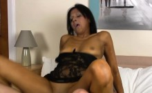 Mature takes it deep in her twat to receive agonorgasmos