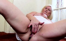 Blonde BBW pleasures herself