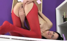 Pantyhosed watersports gal pussystretching