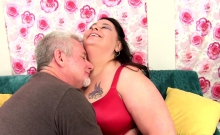 Brunette plumper gets her tits sucked kissed on her belly