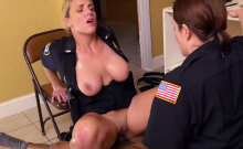 Officer enjoys getting her cunt sucked